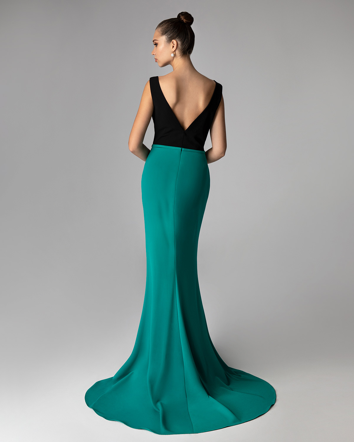 Evening Dresses / Long cocktail dress with beading on the shoulder