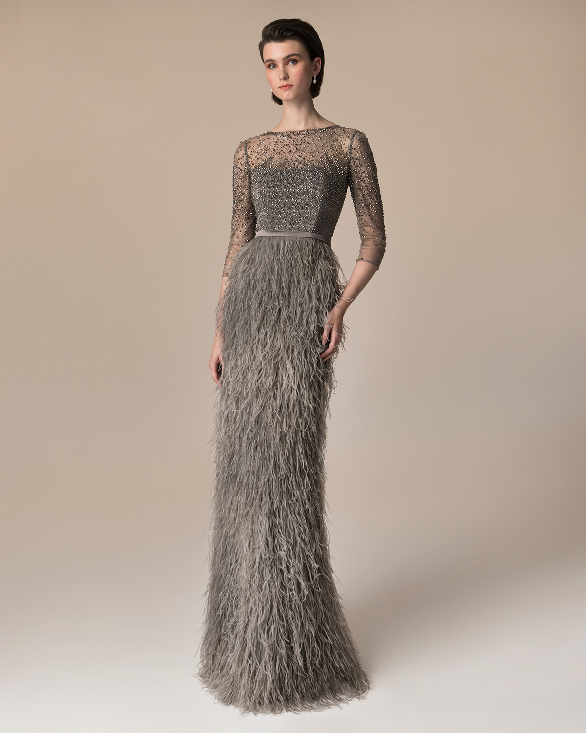 Evening Dresses / Long evening dress with skirt of feathers and gully beaded top